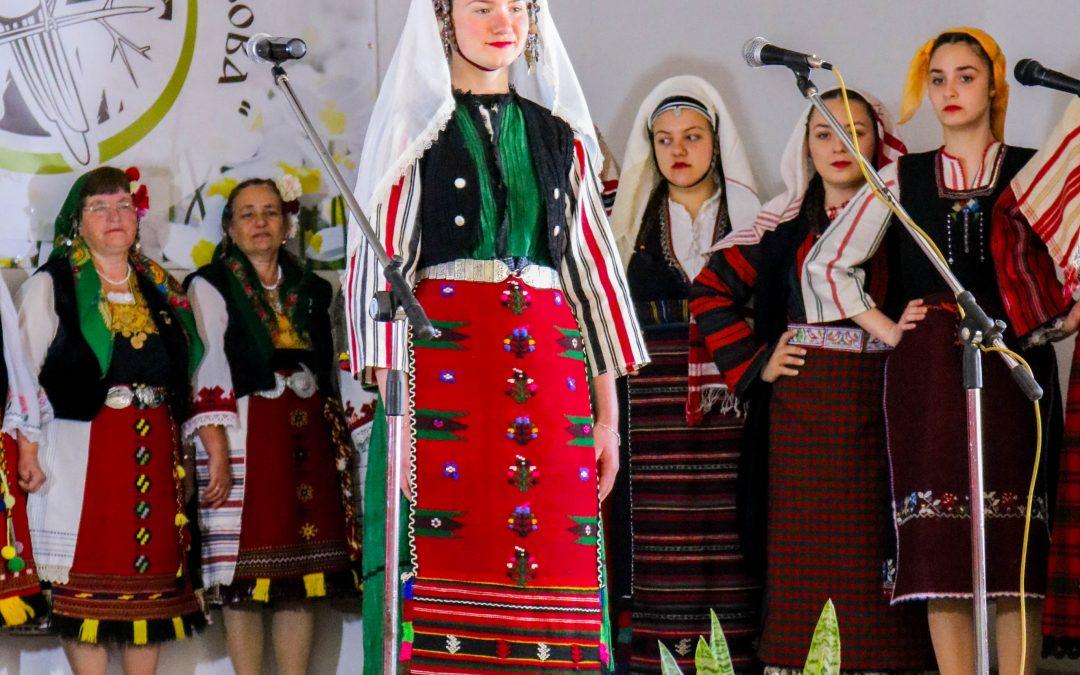 Женски празничен костюм от село Лозен